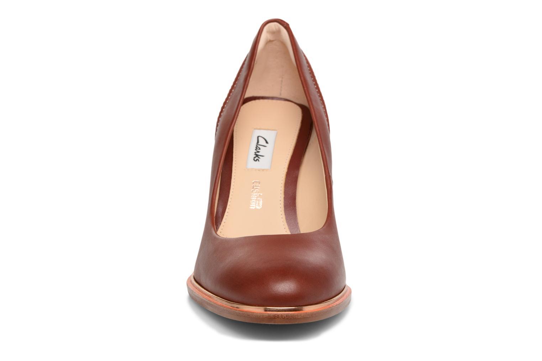 Escarpins Clarks Ellis Edith Marron vue portées chaussures