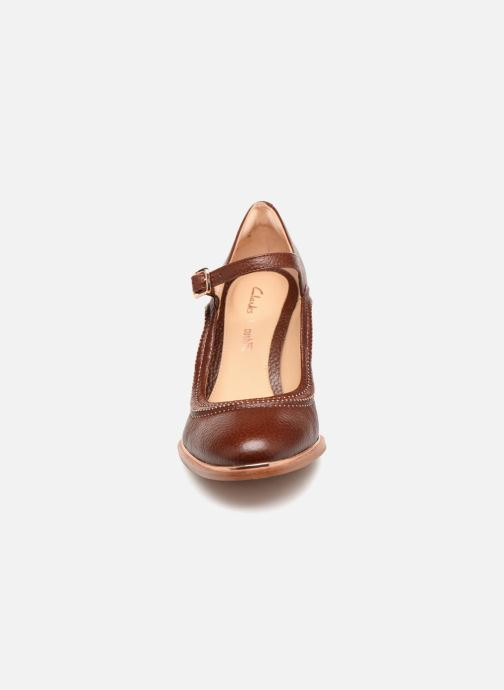 Escarpins Clarks Ellis Mae Marron vue portées chaussures