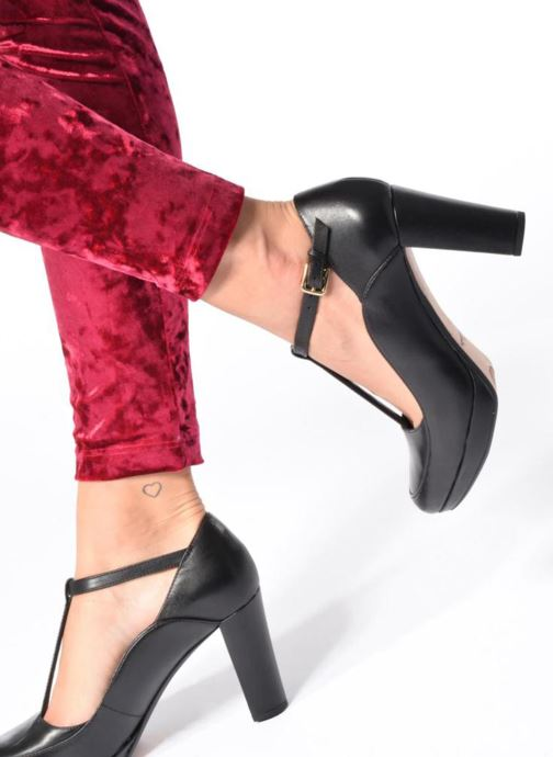 High heels Clarks Kendra Daisy Black view from underneath / model view
