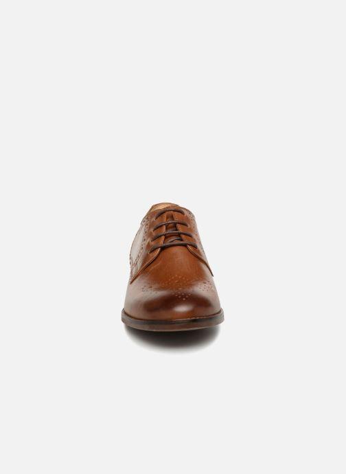 Snörade skor Clarks Netley Rose Brun bild av skorna på