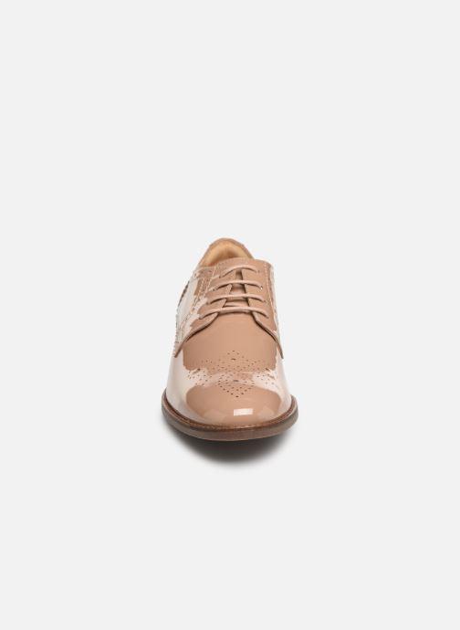 Chaussures à lacets Clarks Netley Rose Beige vue portées chaussures