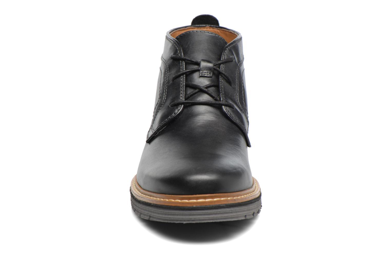 Bottines et boots Clarks Newkirk Up GTX Noir vue portées chaussures
