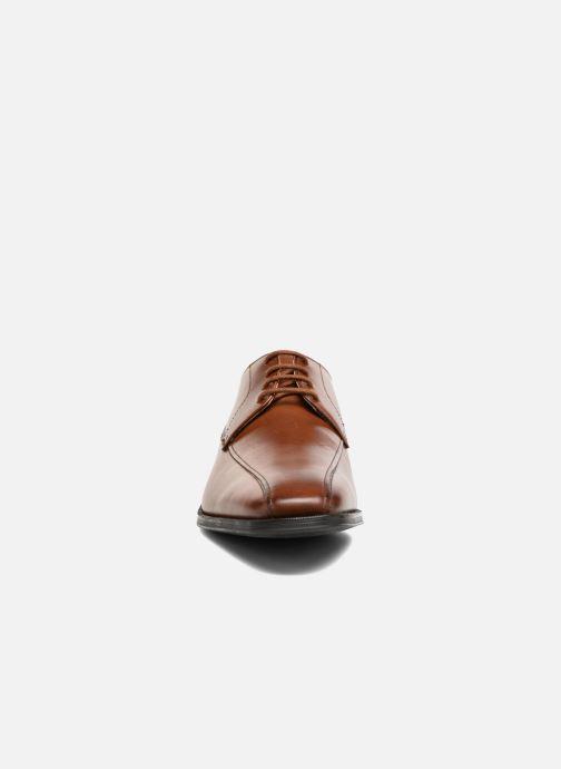 Zapatos con cordones Clarks Gilman Mode Marrón vista del modelo