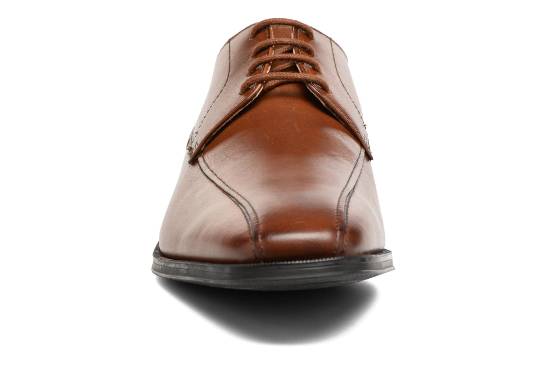 Chaussures à lacets Clarks Gilman Mode Marron vue portées chaussures