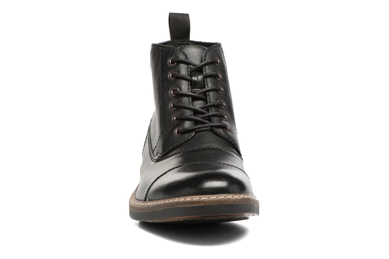 Bottines et boots Clarks Blackford Cap Noir vue portées chaussures