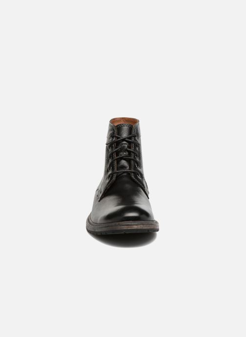 Ankle boots Clarks Clarkdale Bud Black model view