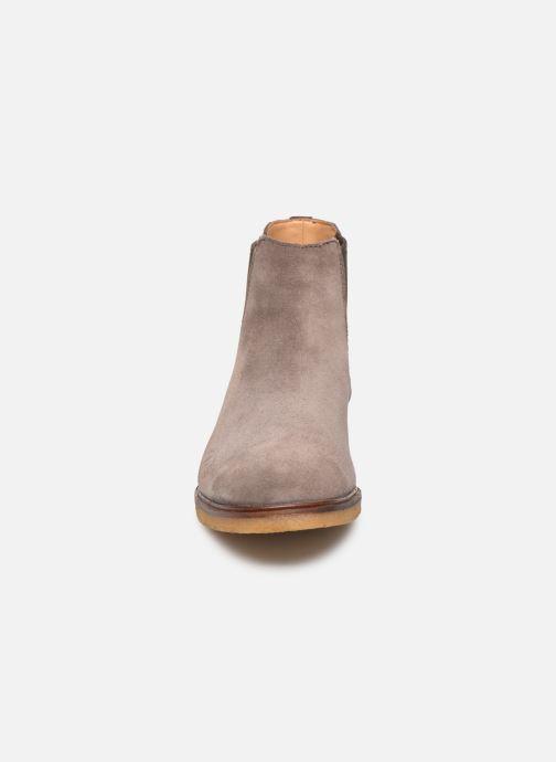 Bottines et boots Clarks Clarkdale Gobi Marron vue portées chaussures