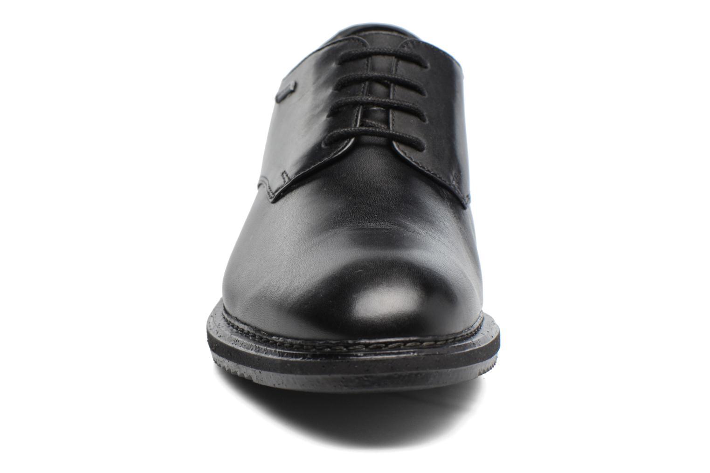 Scarpe con lacci Clarks KenleyWalk GTX Nero modello indossato