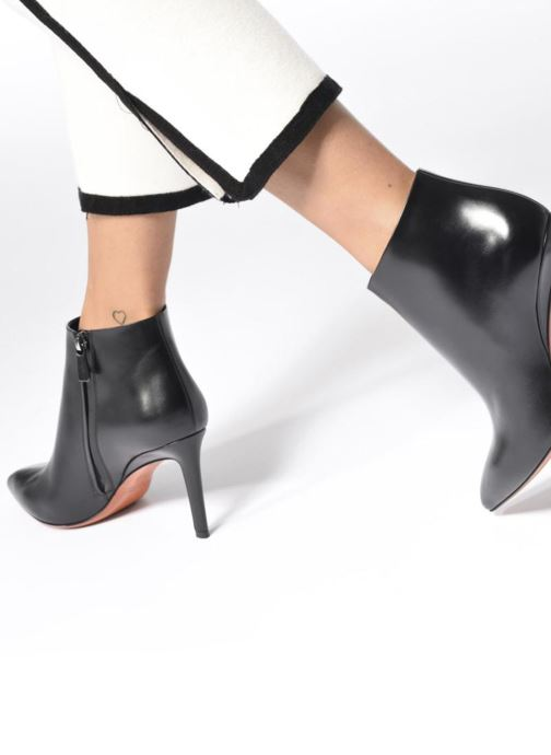 Ankle boots Santoni Engel 56724 Black view from underneath / model view