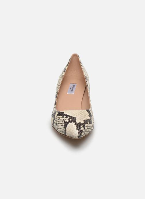 Zapatos de tacón L.K. Bennett Audrey Gris vista del modelo