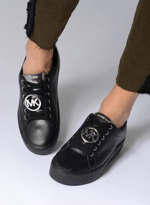 Sneaker Michael Michael Kors Poppy Lace Up schwarz ansicht von unten / tasche getragen