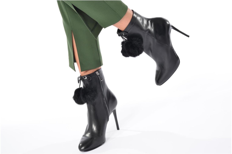 Bottines et boots Michael Michael Kors Remi Bootie Noir vue bas / vue portée sac
