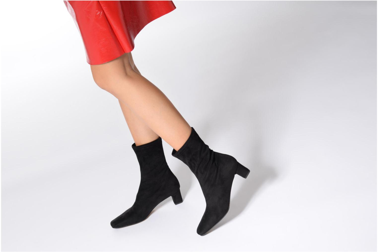Ankle boots Elizabeth Stuart Erwin 342 Black view from underneath / model view
