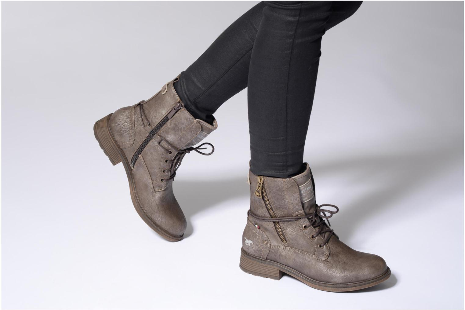 Ankle boots Mustang shoes Sarliath Brown view from underneath / model view