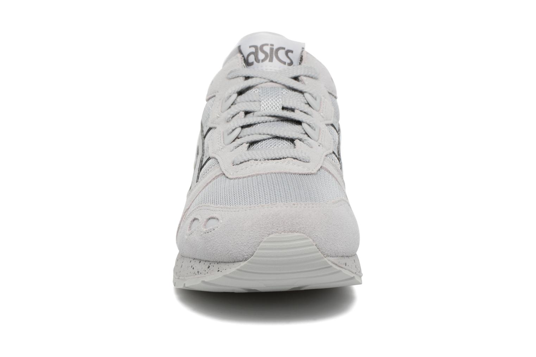 Baskets Asics Gel-Lyte Gris vue portées chaussures