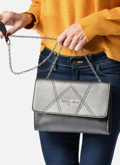Handbags Les P'tites Bombes Pochette chaine Grey view from underneath / model view