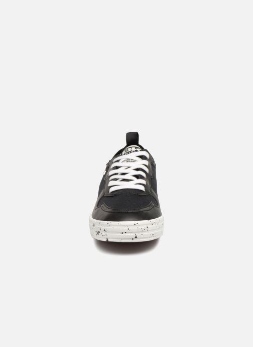 Sneakers British Knights Foster Nero modello indossato