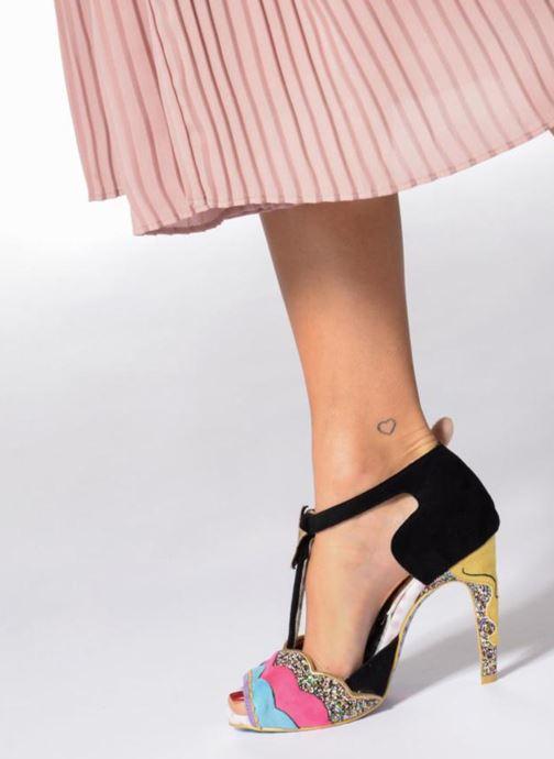 Pumps Irregular choice Original Diva schwarz ansicht von unten / tasche getragen