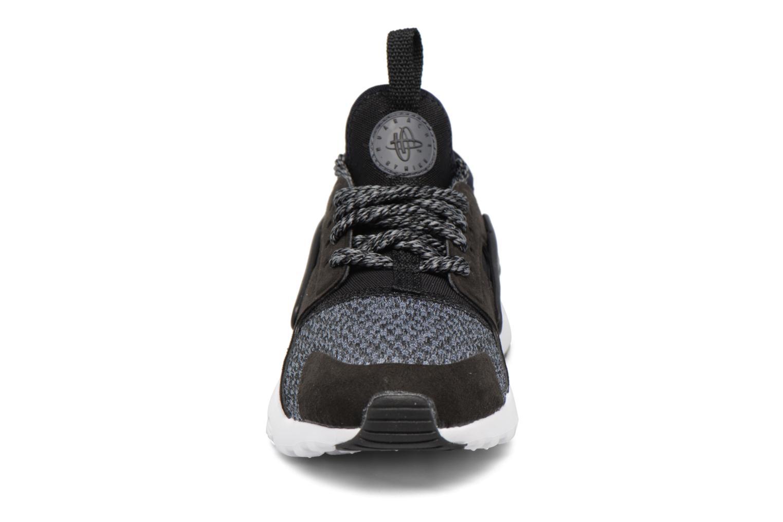 Baskets Nike Huarache Run Ultra Se (Ps) Gris vue portées chaussures