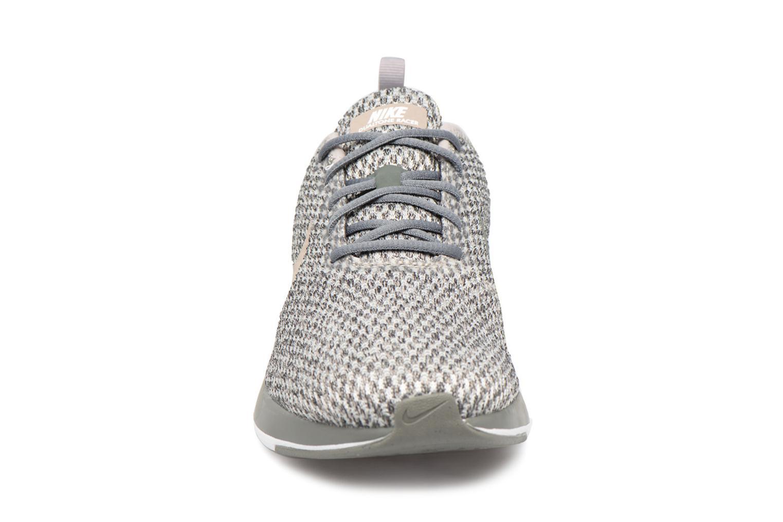 Baskets Nike Dualtone Racer Se (Gs) Gris vue portées chaussures