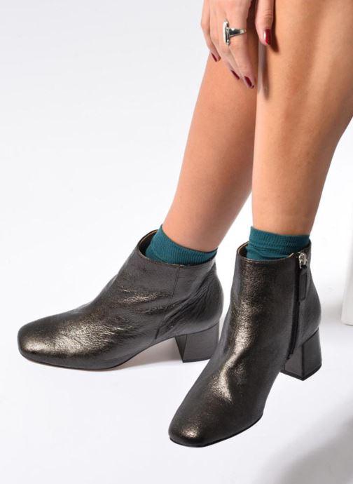 Bottines et boots Georgia Rose Craquel Noir vue bas / vue portée sac