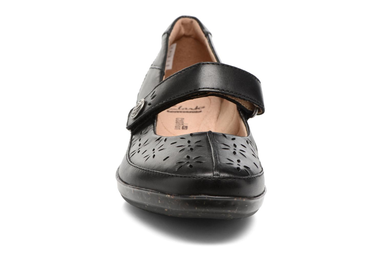 Ballerines Clarks Everlay Bai Noir vue portées chaussures