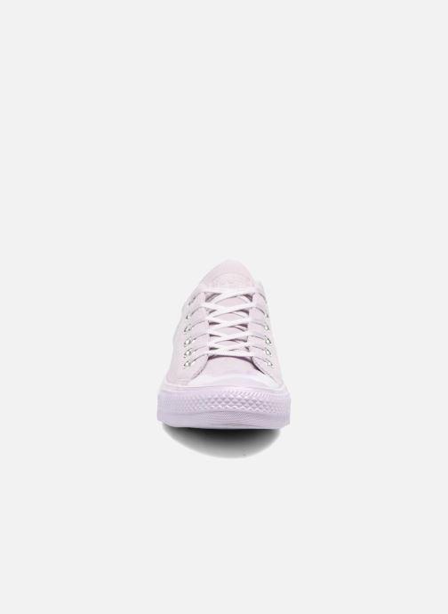Baskets Converse Chuck Taylor All Star Mono Plush Suede Ox Violet vue portées chaussures