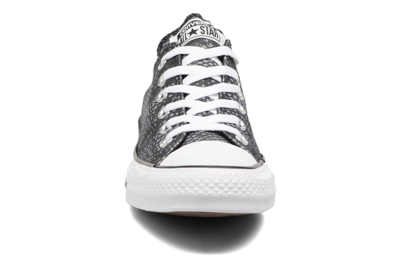 Baskets Converse Chuck Taylor All Star Lurex Snake Ox Gris vue portées chaussures