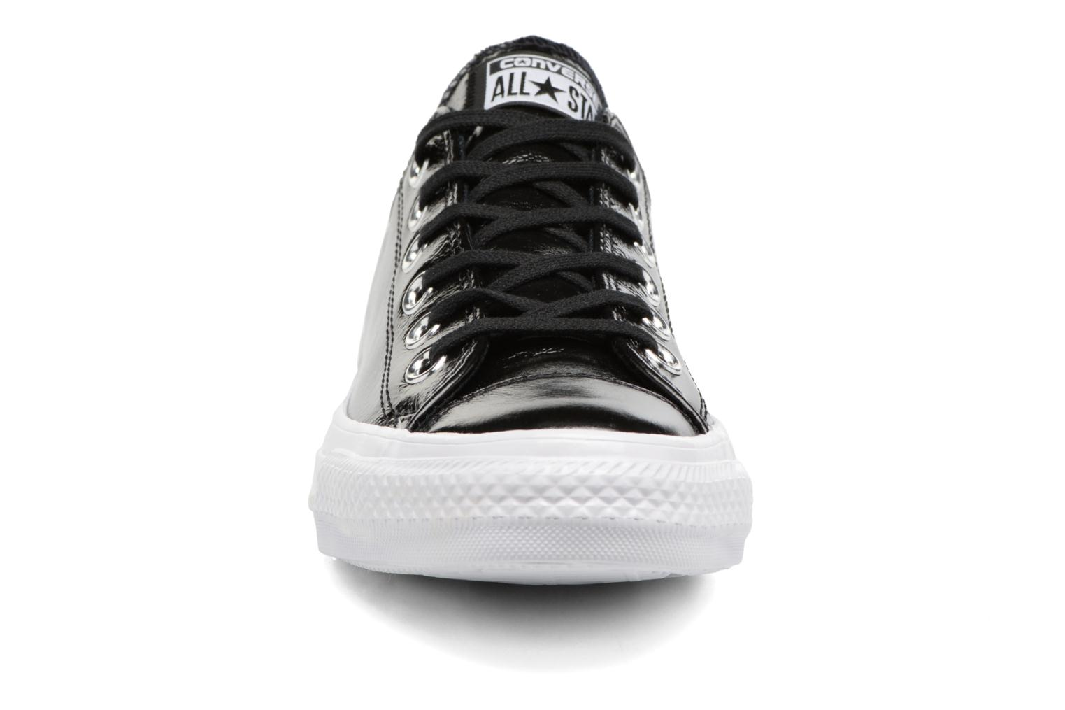 Baskets Converse Chuck Taylor All Star Crinkled Patent Leather Ox Noir vue portées chaussures