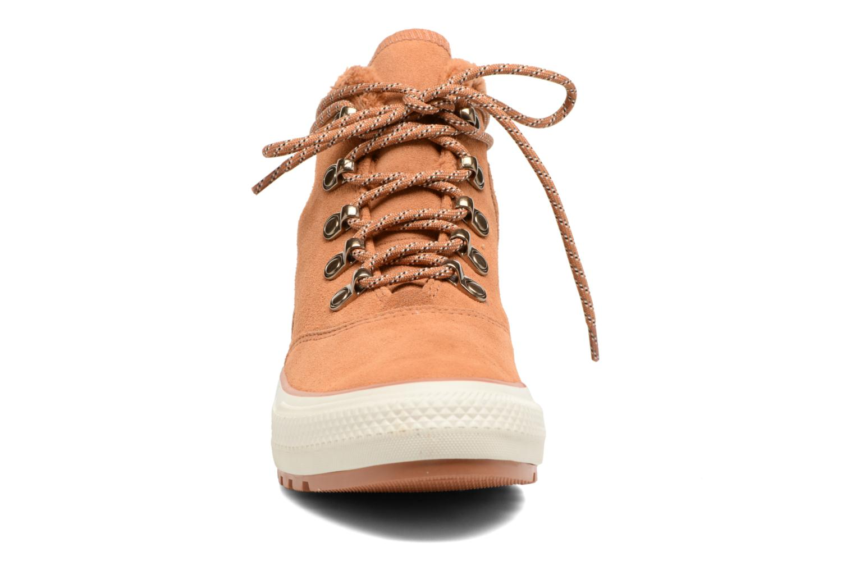 Bottines et boots Converse Chuck Taylor All Star Ember Boot Suede + Fur Hi Marron vue portées chaussures