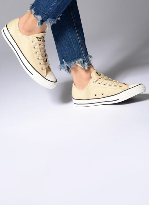 Trainers Converse Chuck Taylor All Star Tumbled Leather Ox Beige view from underneath / model view