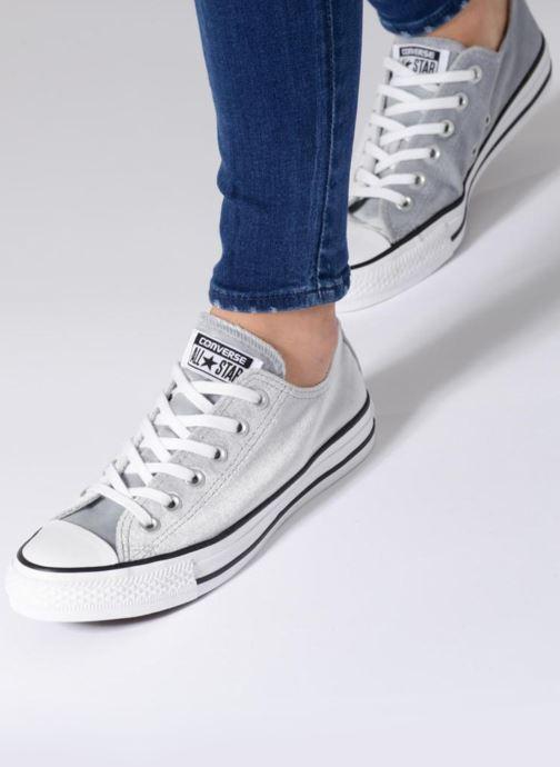 Sneaker Converse Chuck Taylor All Star Velvet Ox grau ansicht von unten / tasche getragen