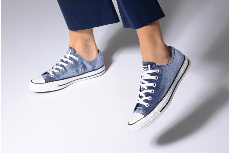 Baskets Converse Chuck Taylor All Star Velvet Ox Bleu vue bas / vue portée sac