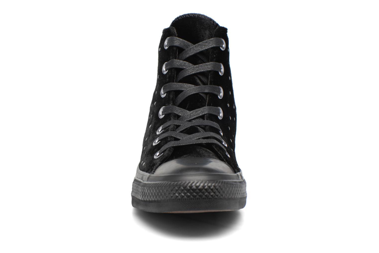 Baskets Converse Chuck Taylor All Star Velvet Studs Hi Noir vue portées chaussures