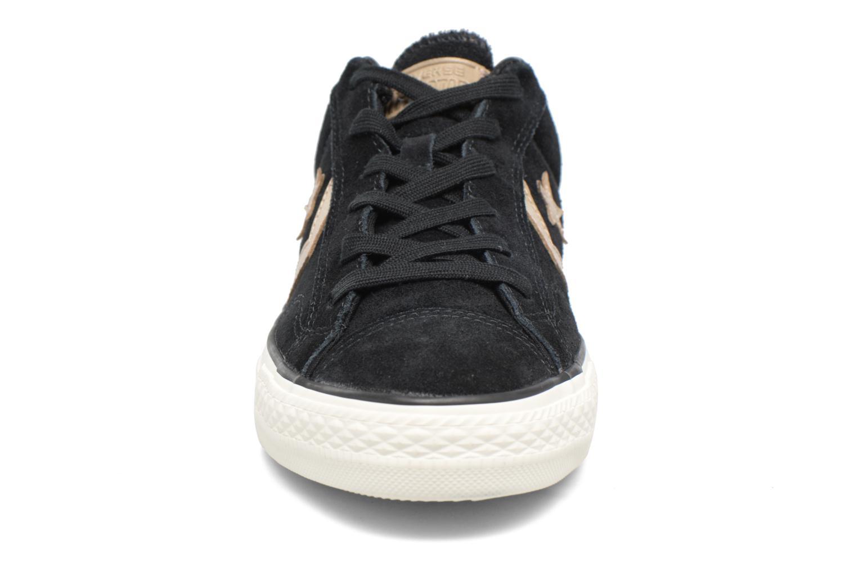 Baskets Converse Star Player Modern Suede Ox Noir vue portées chaussures