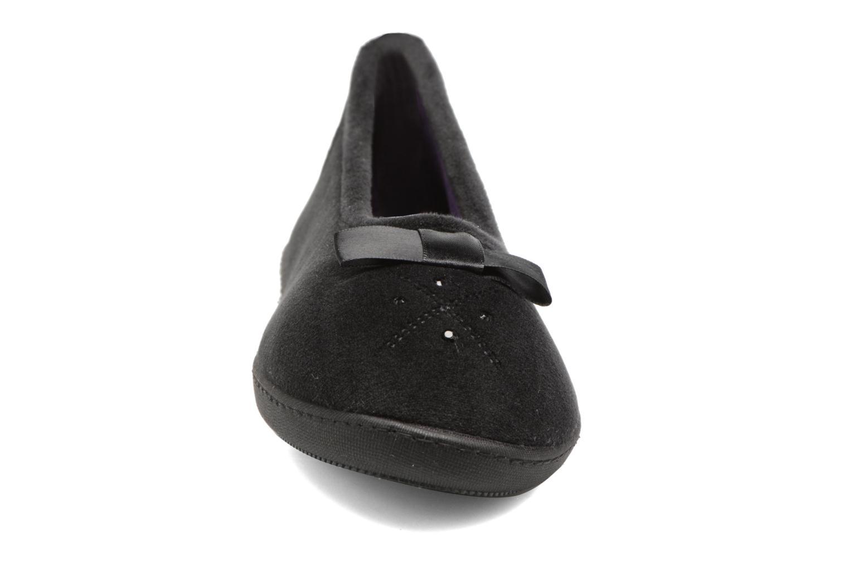 Chaussons Isotoner Ballerine ergonomique micro velours Noir vue portées chaussures