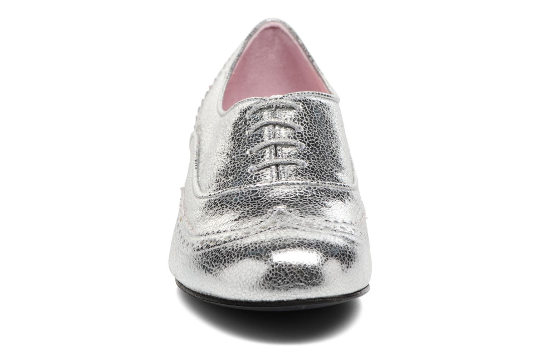 Zapatos con cordones Annabel Winship Uber Plateado vista del modelo