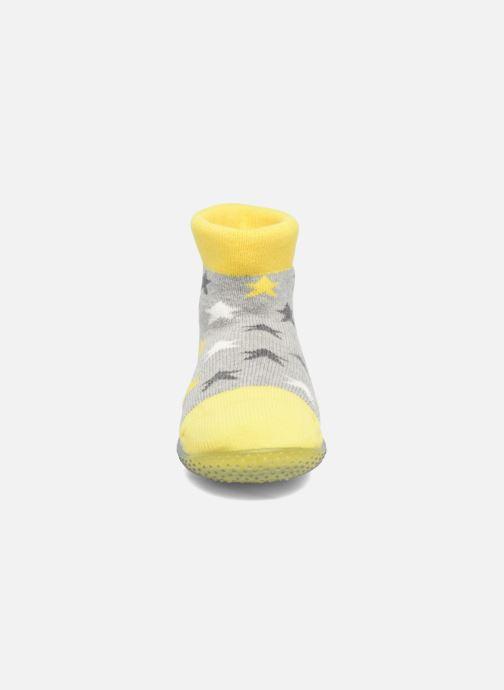 Socken & Strumpfhosen SARENZA POP Chaussons Chaussettes POP  Slippers gelb schuhe getragen