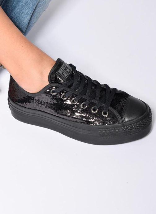Sneaker Converse Chuck Taylor All Star Platform Ox gold/bronze ansicht von unten / tasche getragen