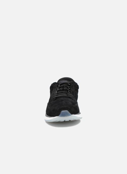 Sneakers Saucony Freedom Runner Nero modello indossato