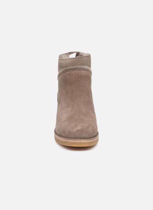 Bottines et boots UGG W Kasen Gris vue portées chaussures