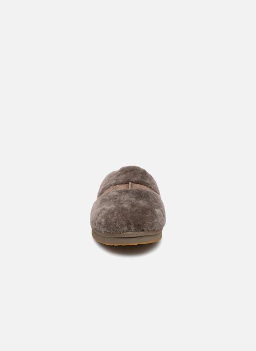 Chaussons UGG Dalla Marron vue portées chaussures