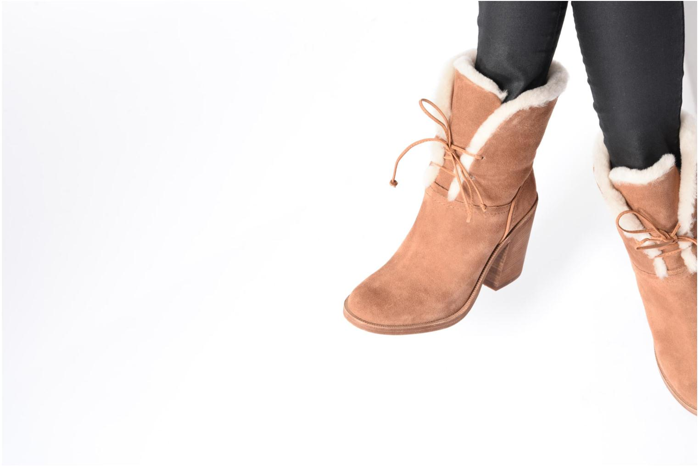 Bottines et boots UGG W Jerene Marron vue bas / vue portée sac
