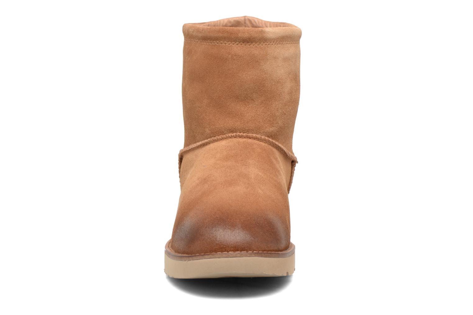 Bottines et boots UGG Classic Toggle Waterproof 2 Marron vue portées chaussures
