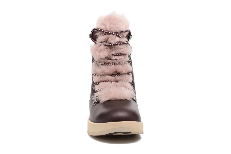 Bottines et boots UGG Viki Waterproof Bordeaux vue portées chaussures
