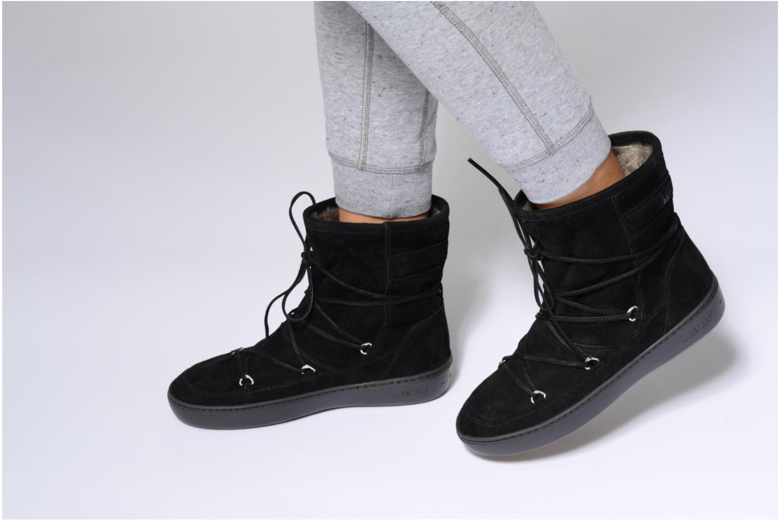 Sport shoes Moon Boot Pulse mid Grey view from underneath / model view