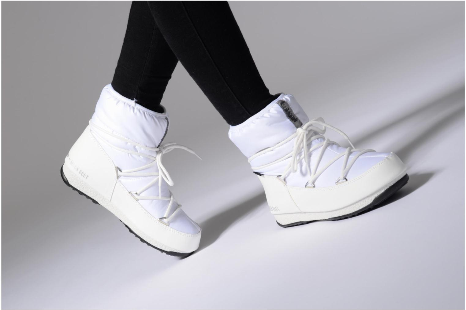 Sport shoes Moon Boot Low Nylon White view from underneath / model view