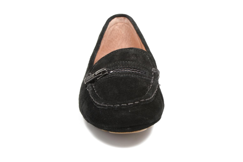 Mocassins UGG Davina Noir vue portées chaussures