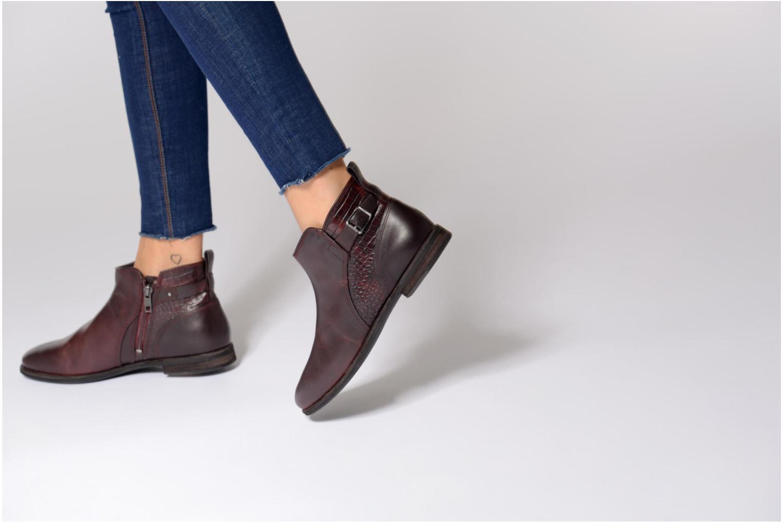 Bottines et boots UGG Demi Croc Bordeaux vue bas / vue portée sac
