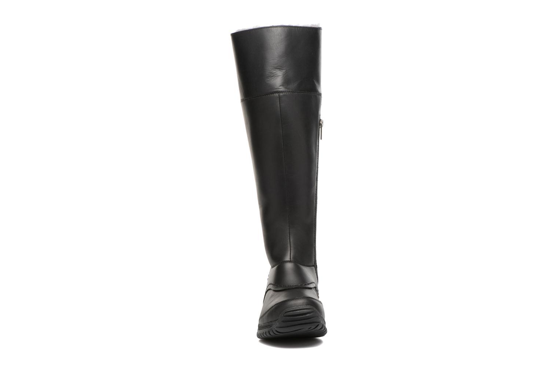Bottes UGG Miko Noir vue portées chaussures
